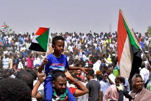 Hàng nghìn người dân Sudan xuống đường sau khi quân đội đảo chính
