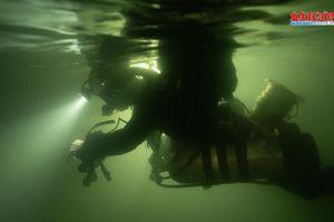 Hành trình 'nghẹt thở' lặn sông ngầm bên dưới Sơn Đoòng