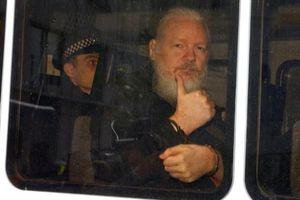 Mỹ chỉnh sửa cáo trạng hình sự để kịp dẫn độ Nhà sáng lập WikiLeaks