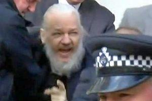 Mỹ buộc tội Julian Assange sau khi bị Ecuador truất quyền tị nạn