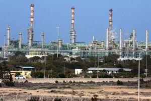 Libya: Quân của Thống chế Khalifa Haftar tấn công gần cảng dầu của Eni