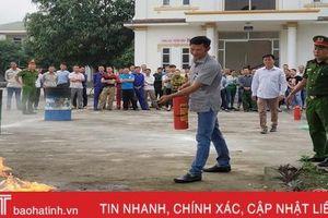 Trang bị kiến thức pháp luật cho cán bộ công đoàn và doanh nghiệp Hà Tĩnh