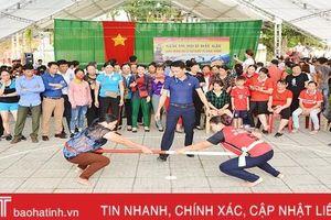Tranh tài đẩy gậy mừng lễ Giỗ Tổ Hùng Vương ở Hà Tĩnh