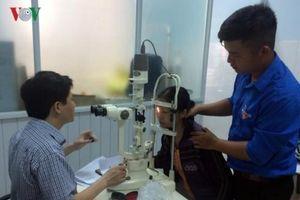 Cảnh báo gia tăng các bệnh về mắt khi miền Bắc giao mùa