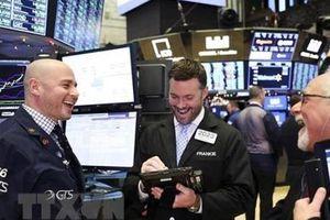 Thị trường chứng khoán Mỹ chốt phiên cuối tuần với mốc cao gần kỷ lục