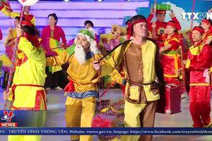 Lung linh sắc màu lễ hội dân gian đường phố Phú Thọ