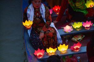 Thả hoa đăng tại chùa Hương - Nét văn hóa đẹp