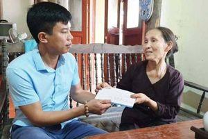 Quỹ Chung tay vì ATGT trao quà cho bà nội nuôi ba cháu mồ côi