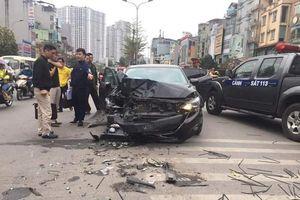 Hàng loạt vụ 'xe điên' gây tai nạn khiến người dân hoảng hồn