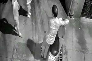 Tin mới vụ tạm giữ nghi phạm dâm ô 2 bé gái trong ngõ ở Khương Trung