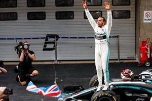 Tay đua Lewis Hamilton giành chiến thắng tại chặng đua GP Trung Quốc