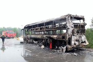 Xe khách giường nằm bốc cháy trong đêm, 30 người may mắn thoát nạn
