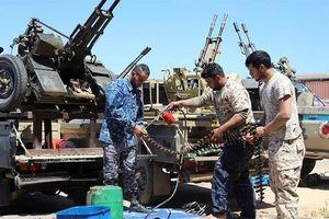 Chiến sự vẫn diễn ra tại Tripoli, hàng nghìn người phải đi sơ tán