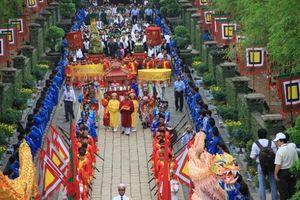 Người dân TP HCM tưởng niệm các Vua Hùng nhân ngày Giỗ Tổ Hùng Vương