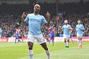 Sterling lập cú đúp, Man City tái chiếm ngôi đầu