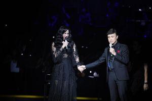 Ngọc Châm xin phép ngắm Tuấn Ngọc để hát trong đêm nhạc 'Giai nhân'