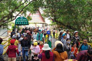 Thác Prenn Đà Lạt thu hút đông người dân và du khách về dự giỗ Tổ