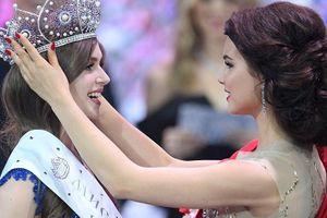 Khoảnh khắc nữ họa sĩ xinh đẹp đăng quang Hoa hậu Nga 2019