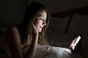 Nên để điện thoại ở chế độ nào khi ngủ?