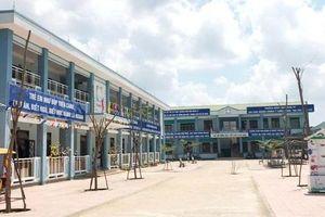 Trường mầm non Nghĩa Kỳ (huyện Tư Nghĩa, Quảng Ngãi): Vừa xây dựng gần 4 tỉ, thầy cô giáo đã bức xúc vì...