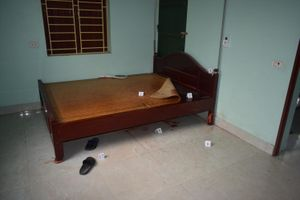 Bắc Ninh: Con chết bất thường ở nhà, cha lao đường tàu tự sát