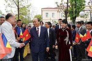 Thủ tướng Nguyễn Xuân Phúc thăm hỏi kiều bào ở Romania