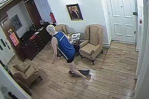 Nhà sáng lập Wikileaks trượt ván trong Đại sứ quán Ecuador