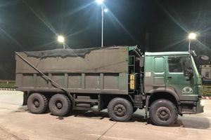 Quảng Ninh: Cảnh sát giao thông trắng đêm bắt xe chở than lậu