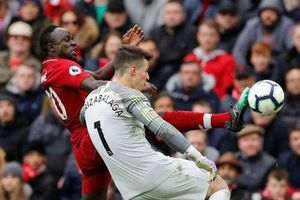 Liverpool 2-0 Chelsea: Hai phút, hai bàn thắng và ngôi đầu bảng