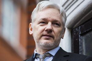 Vì sao Ecuador 'ruồng bỏ' Julian Assange sau 7 năm 'che chở'?