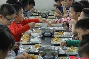 Có quy trình đưa thực phẩm vào trường học nhưng sao vẫn tuồn thức ăn 'bẩn' vào trường học?