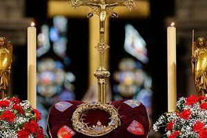 Thế giới 'thấp thỏm' chờ tin về loạt báu vật trong Nhà thờ Đức Bà Paris sau đám cháy lớn