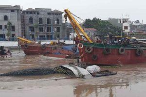 Hải Phòng: Sà lan chở hàng bị đắm trên sông Tam Bạc
