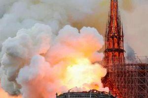 Cháy dữ dội tại Nhà thờ Đức Bà Paris