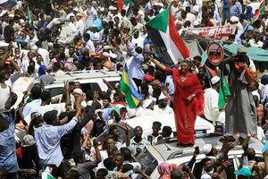 Tổng thống Bashir bị 'lật đổ', vì sao dân Sudan vẫn biểu tình?