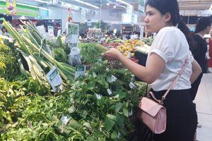 Dùng lá chuối thay túi nilon: Nhân rộng tại chợ truyền thống