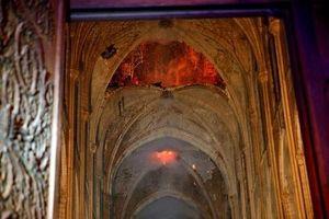 Những hình ảnh đầu tiên bên trong Nhà thờ Đức Bà Paris sau khi chìm trong biển lửa
