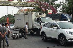 Quảng Bình: Xe tải tông hàng loạt ô tô và xe máy dừng đèn đỏ