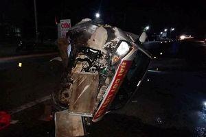 Ô tô con va chạm với xe đầu kéo trong đêm, nhiều người bị thương