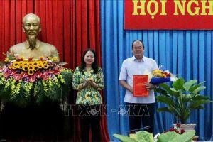 Trao quyết định của Thủ tướng cho quyền Chủ tịch UBND An Giang