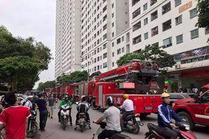 Cháy căn hộ tại tầng 32 chung cư Linh Đàm, hàng nghìn người dân hoảng sợ