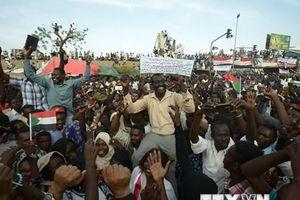 Người biểu tình tại Sudan đòi giải tán Hội đồng quân sự