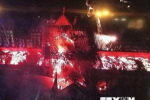 Một tỷ phú Pháp ủng hộ hơn 100 triệu euro để khôi phục nhà thờ Đức Bà