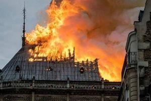 Cháy lớn và dữ dội ở Nhà thờ Đức Bà Paris