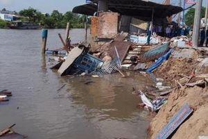 Cần Thơ: 4 căn nhà bị trôi xuống sông lúc giữa trưa