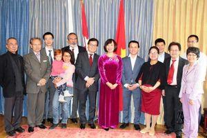 Gặp gỡ cộng đồng người Việt Nam tại Thụy Sỹ nhân dịp Giỗ Tổ Hùng Vương