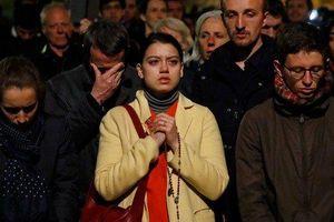 Thế giới bàng hoàng sau vụ cháy nhà thờ Đức Bà Paris