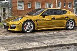 Porsche Panamera màu vàng bị tạm giữ vì màu sắc quá chói