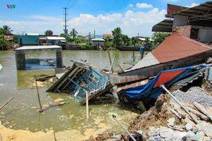 Sạt lở làm 4 căn nhà trôi sông tại huyện Vĩnh Thạnh, Cần Thơ