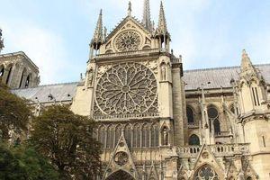 Cả thế giới nuối tiếc khi Nhà thờ Đức Bà Paris chìm trong biển lửa